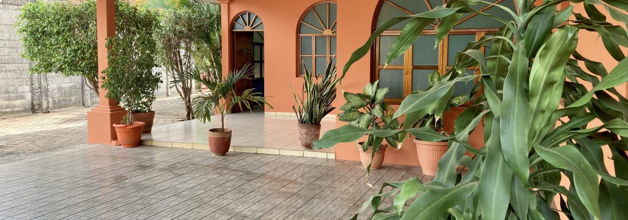 Quinta con dos casas ubicada sobre la carretera Granada-Masaya en el km 31.