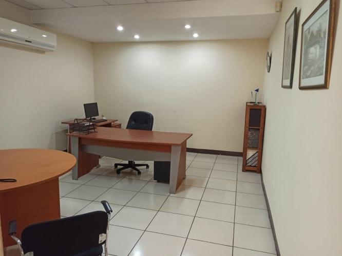 Se vende edificio de oficinas cerca de Metrocentro.