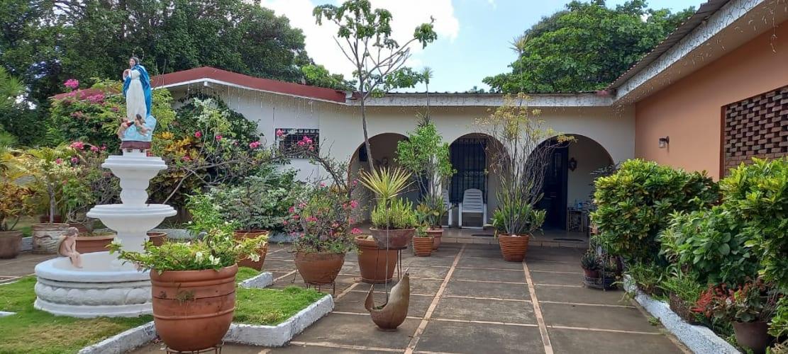 JR - VENDO amplia casa en Satelite Asososca, Managua.