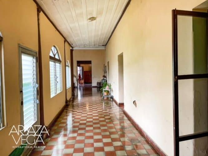 Casa en Venta en el Centro de Ahuachapán